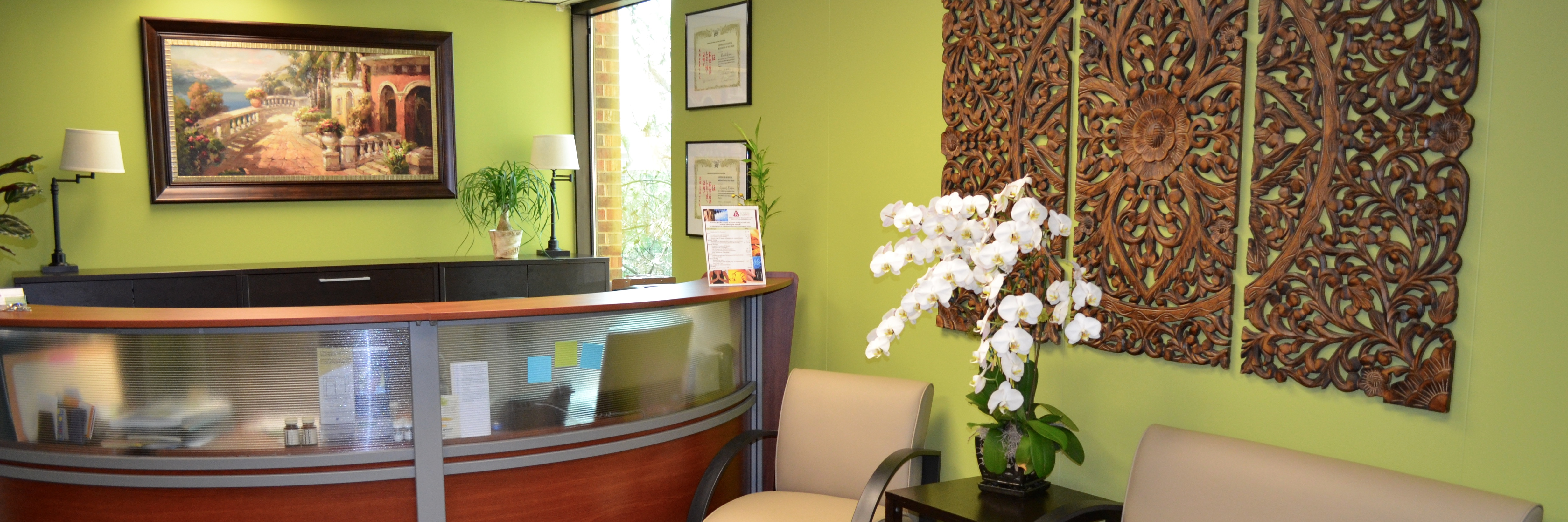 Glen Ellyn chiropractic and acupuncture reception room